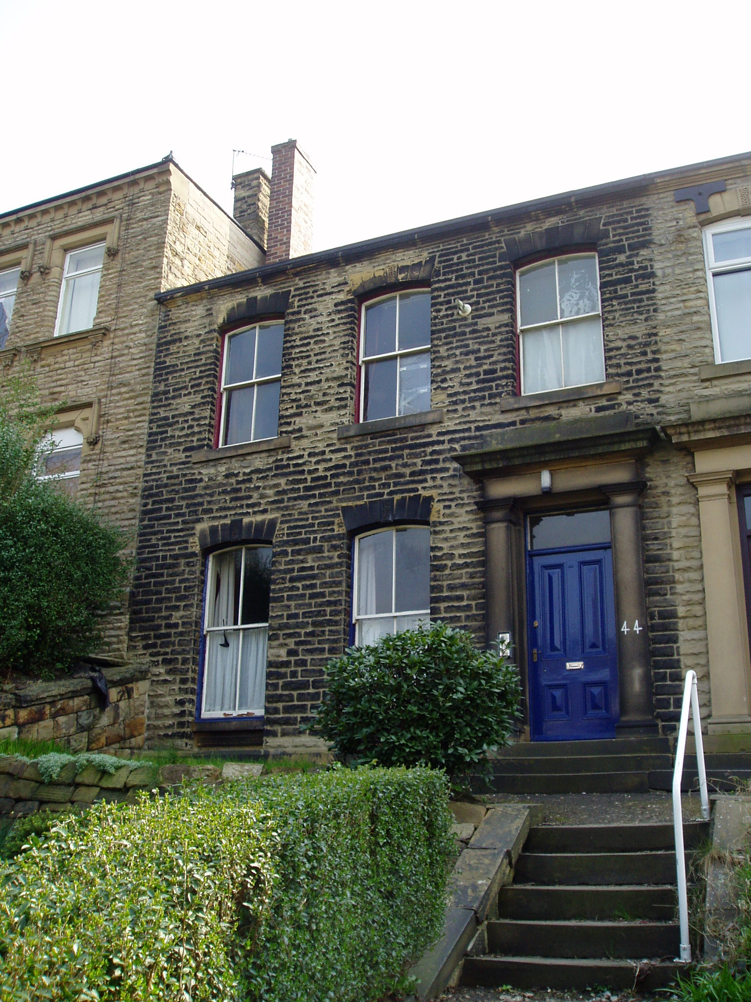 Two great rooms available to rent in this spacious shared house, close to Dewsbury Town Centre.