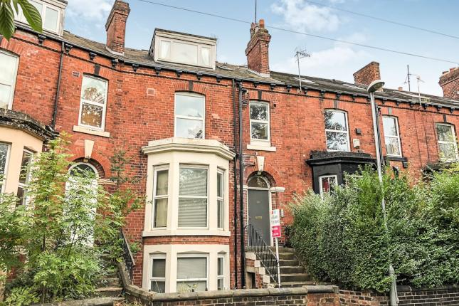 Spacious two-bed furnished flat, only 1.5 miles from Leeds City Centre. Available 28/12/2018.