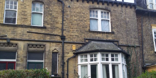 Modern and spacious loft apartment in desirable location in North Leeds.