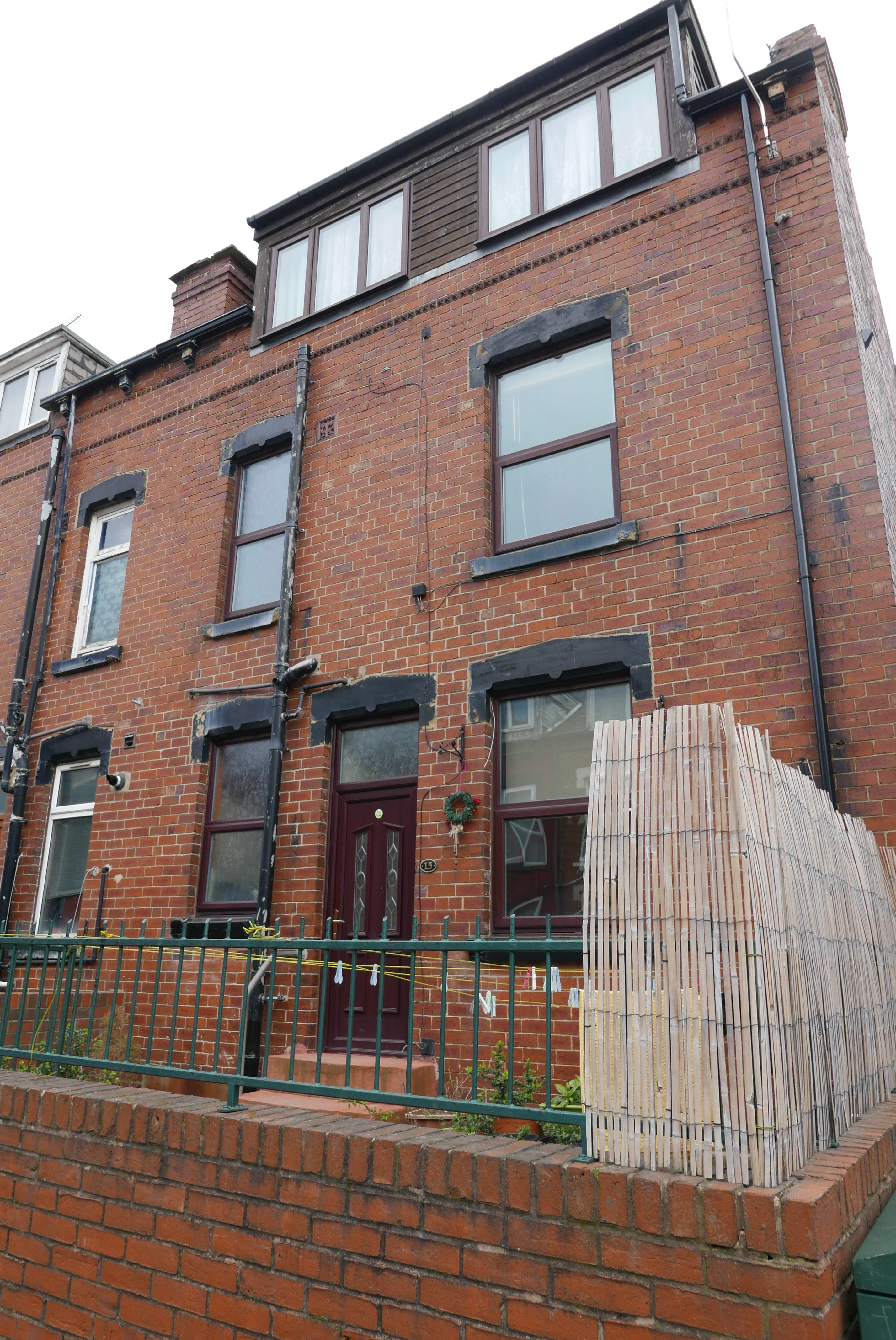 Spacious three-bedroom furnished house to let in Armley, available now!
